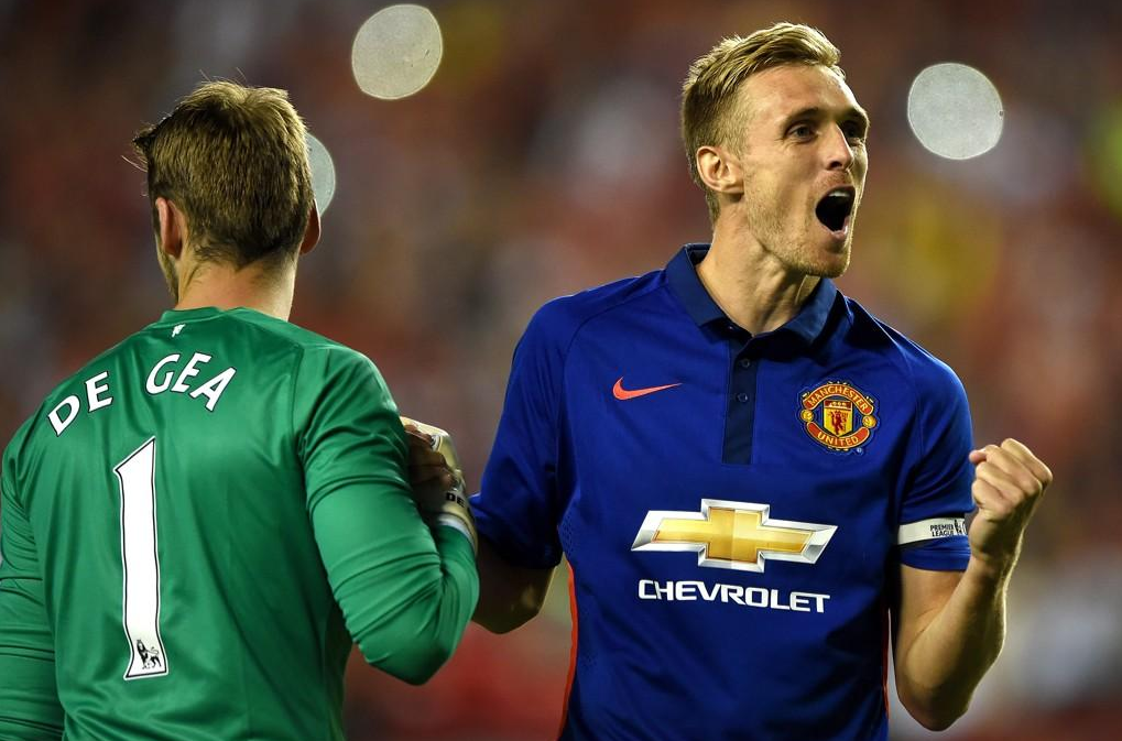 darren fletcher celebrates scoring winning penalty